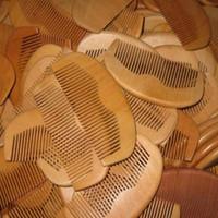 200PCS / الكثير الشحن السريع مخصص منقوش شعارك الخوخ الطبيعية خشبية مشط اللحية مشط مشط الجيب 11.5 * 5.5 * 1CM