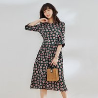 캐주얼 드레스 / 명예 너무 작은 데이지 인쇄 실크 드레스는 여름 2021 우아한 레이스 뽕나무입니다.