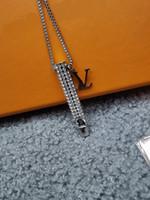 Европа Америка Стиль Мужчины Леди Женщины Любители Длинные Цепные Ожерелье с Выгравированным V Инициалы Полный Алмазный Свисток Подвеска