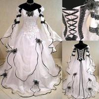 Vestidos Vintage gothique noir et blanc des robes de mariée pas cher épaules Julie manches longues Appliqued dentelle organza Robes de mariée victorienne