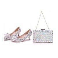 Kristall-Königin High Heel Pointe Zehe-Frauen Hochzeit Schuhe mit passenden Taschen Bride payty-Kleid-Schuh-Geldbeutel-Kristallblumen 5CM Pumps