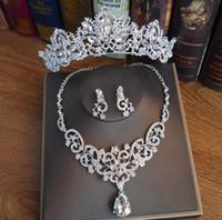 웨딩 헤드 피스 신부 패션 쥬얼리 크라운 목걸이 귀걸이 세트 흰색 크리스탈 상감 된 다이아몬드 파티 및 연회 액세서리 선물 상자 포장