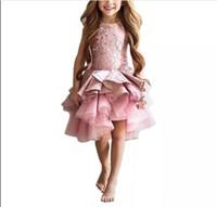 2018 Korta rosa barn små tjejer pageant intervju kostymer rosa puffy girls prom klänning cascading ruffles barn tulle barn kvällsklänningar