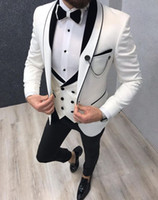 Nuovi uomini di alta qualità Tuta 3 pezzi One Button Groom smoking Scialle Scialle Risvolto Groomsmen Best Man Suits Mens Suits da uomo da uomo (Giacca + Pantaloni + Gilet