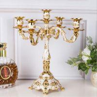 Nueva llegada de la vela soporte 5-brazos brillante de oro plateado Candelabro romántica y de lujo del metal para acontecimientos de la boda o del partido de la decoración