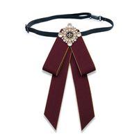 Piezas de moda Mariposa Bow Pie Brooches Vintage Cameo Lady Head Diamod Cinta Cuello Collar Pin Chic Girls Elegante Traje Joyería