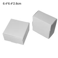 50 unids / lote 6.4 * 6.4 * 2.8 cm Blanco Natural Papel Kraft Pequeños regalos Caja de embalaje Cartón Cartón Banquete de boda Fuente de regalo de bricolaje Regalo Caja de embalaje