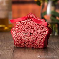 Mariage Favor Titulaires Sacs Candy / Chocolate Sacs Laser Couper le papier rouge avec des rubans Boîtes cadeaux de mariage DB-FH0012