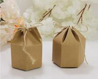 Groothandel 50 stks / partij DIY 7 * 4 * 9 CM Kraft Kartonnen Geschenkdozen Zeshoekige Karton Bruin Candy Box Feestartikelen Gratis Verzending