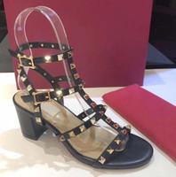 Caliente venta de moda de diseño remaches de charol sandalias de los pernos prisioneros de las mujeres del cuero genuino tachonado vestido de tiras de zapatos 9.5cm 6.5cm zapatos de tacón alto
