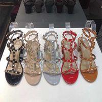 Il nuovo modo Stud sandali del cuoio genuino con laccio dietro pompe signore sexy degli alti talloni di lusso Rivetti designer di scarpe partito Casual Scarpe tacco alto