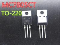 20pcs / lot de nouveaux circuits intégrés MC7805CT TO-220 en stock Livraison gratuite