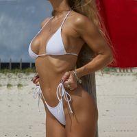 الصلبة الأبيض كلاسيكي ثونغ بيكيني المرأة ملابس الصيف شاطئ سلسلة بيكيني مثير الإناث المايوه متعدد الألوان السباحة 1667 Y19052702