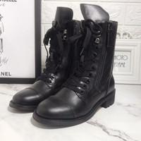 حار بيع - 19 سنة جديدة مزدوجة سستة مارتن الأحذية وأحذية الموضة الأوروبية والأمريكية المطرزة الكهربائية Cowskin