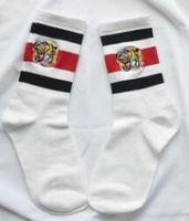Calze Tigre Embroideried Calze da uomo Intimo da donna Skateboard Streetwear Calze Calze da disegno a righe Lovers Cotton Blend Athletic Socks