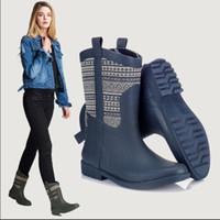 Venda quente-Chuva Botas Parchwork Senhoras de Borracha Low Flat Hoof Saltos Slip On Charme Rainboots 2016 Novo Design de Moda Popular-personalizado