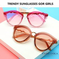 Shiny Cat Eye Sunglasses Donna Glitter Cateye Occhiali da sole Vintage Gradient UV400 Occhiali Oculos De Sol Occhiali Luxury da donna