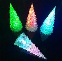Acrílico árbol de navidad LED que brillan Juguetes flash LED Holiday Decor Lámpara de Navidad coloridas luces de la noche de los niños Para Accesorio