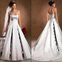 2020 Nouveau noir et blanc mariage robes sans bretelles broderie Une ligne de balayage train église Backless Robes de mariée Custom Made BC3487