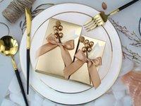 2020 luxe d'or Favor de mariage Boîtes de partie de gâteau au chocolat Porte-cadeaux Boîtes à fleurs Ruban