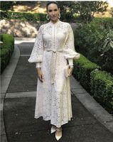 Una linea elegante del merletto scava fuori delle donne da Boho lanterna manica lunga vita alta bendaggio con la maglia Midi Bianco e nero femminile di moda 2020
