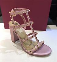 Top Vender Luxo Mulheres Sandálias Moda Rebites Shoes Partido Designer High Heel Couro Slingback bombas Khaki Ladies Sexy Salto Alto