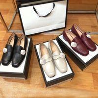 Klasik Kadınlar Düz Tasarımcı Elbise Ayakkabı 100% Otantik Inek Derisi Metal Toka Lady Deri Mektup Rahat Ayakkabı Katırları Princetown Trample Tembel Loafer'lar Büyük Boy 34-42-46