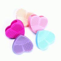 Pinceau de maquillage en forme de coeur Nettoyant silicone brosse cosmétiques Scrubber Brushegg Pad lavage outil de nettoyage 5 couleurs en option QP-YW3131