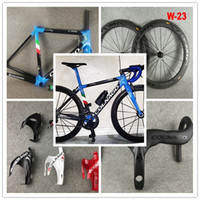 Colnago C64 Noir Bleu Cadre de vélo brillant Colnago Carbon Guidon Colnago Bottle Cages Bob 50mm Roues de carbone