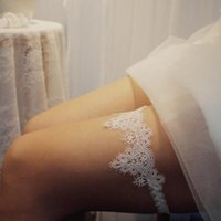 Neue einfache Spitze Braut Strumpftorte Oberschenkel Ring Feine Spitze Krone Hochzeit Leggings mit Princess Strumpfgut Günstigste Frauen Zubehör