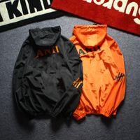 Männer Jacke Mantel Sonnencreme Lässige Herrenbekleidung Jacken Tops mit Brief gedruckt Revers Kapuze schwarz Windjacke Streetwear asiatische Größe S-XXL
