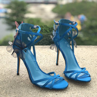 الزرقاء النساء الصفراء الساتان الأحذية الصنادل فراشة رقيقة الصنادل ربطة العنق ارتفاع السيدات ذات الكعب أزياء الزفاف ملابس والاحذية عبر كريسس أحذية الصيف