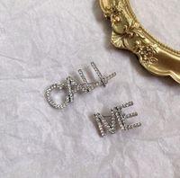 2020 South Corea's New Fashion Diamond Pendientes Alphabet Pendientes Temperamento Silvestre Red Personalidad Asimétrica Largo Broche Horquilla