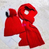 2018 cappelli per maglieria di lusso con i capelli rossi bianchi neri palla  moda a buon mercato berretto Berretto invernale di uomini caldi cappelli e  ... c6236444f9a9