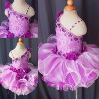2020 Púrpura Infantil Niñas Niñas Pago Vestidos con correas Crystal Ruffles Short Organza Barato Flower Girls Primera Comunión Vestido