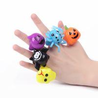Мигающие палец Кольца Хэллоуин Поставки Светящиеся тыквы Паук Паук Душ Призрак Череп Светодиодные Освещенные Кольцо Свечение Игрушки Подарки для детей
