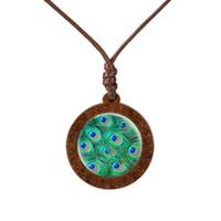 Novedad, Cristal cabujón, collar de madera natural, hermoso collar de plumas del pavo real, colgante de plumas del pavo real, Foto artística Dome