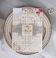Invitaciones de boda del corte del láser Cinturón personalizado con las rosas de las puertas Tarjetas de invitación de boda plegadas con sobres BW-HK341