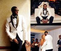 وسيم قطعتين الزفاف الأبيض البدلات الرسمية صالح سليم الذهب نمط Laple الدعاوى للرجال زر واحد وصيف البدلة (سترة + سروال + القوس التعادل) HY6007
