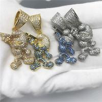 14k Correntes de ouro gelado fora zircão desenhos animados smurfs mão segurando arma colar pingente de luxo designer jóias para mulheres