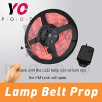 Golpe de la lámpara de la correa Prop Room Escape golpeando sensor de vbiration para iluminar la tira de la lámpara para desbloquear Takagism juego puntales de la vida real