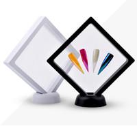 L'acrylique blanc / noir de support de présentoir d'astuces d'affichage avec des ongles de membrane d'ANIMAL FAMILIER dignes montrant des outils d'art de clou de manucure de panneau