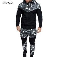 VERTVIE 2020 Sonbahar Erkek Nedensel Kamuflaj Baskı Suit Set Ceket Pantolon 2pcs Eşofman Homme Hoodies Kazak Pantolon Artı boyutu