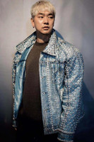 Marea Maschio Palcoscenico Coat Sparkly Strass Pearl Giacca di jeans Hip Hop DJ Dancer Blue Beads allentato cappotti Bar Costume Cowboys