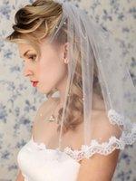 Longitud del hombro de boda Velos 1 Nivel cordón de las perlas con Apliques nupcial peine para las muchachas de lujo largo capilla de la longitud con cuentas