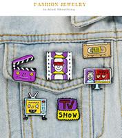 Креатив ТВ экран Брошь 6 Стиль Мультфильм Tv Show видеокассета Fun Сплав фиолетовая Фильм брошь Женщина Декоративные иглы Pin