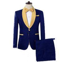 Trajes de hombre con estampado azul Trajes de solapa de oro Traje Novio Esmoquin de 2 piezas Trajes de boda Trajes con estampado de flores Chaqueta y pantalones para baile de esmoquin