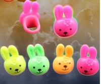 Пасхальные игрушки освещены резиновые мигающие мигающие мигающие светодиодные палевые кольца мигающий светодиодный свет пальца, мигающее пасхальное кольцо зайчика