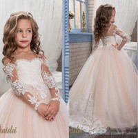 Kind-Blumen-Mädchen-Kleider für Hochzeiten 2019 Lange Ärmel Tüll Blush kleine Mädchen Kleider Arabisch Kinder Festzug-Kleid Boho Land-Art-Kinder
