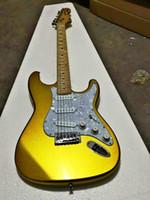 새로운 최고 품질 GYST-1026 골드 컬러 솔리드 바디 메이플 지판 22 프렛 큰 머리 크롬 하드웨어 ST 전기 기타를 부채꼴. 무료 배